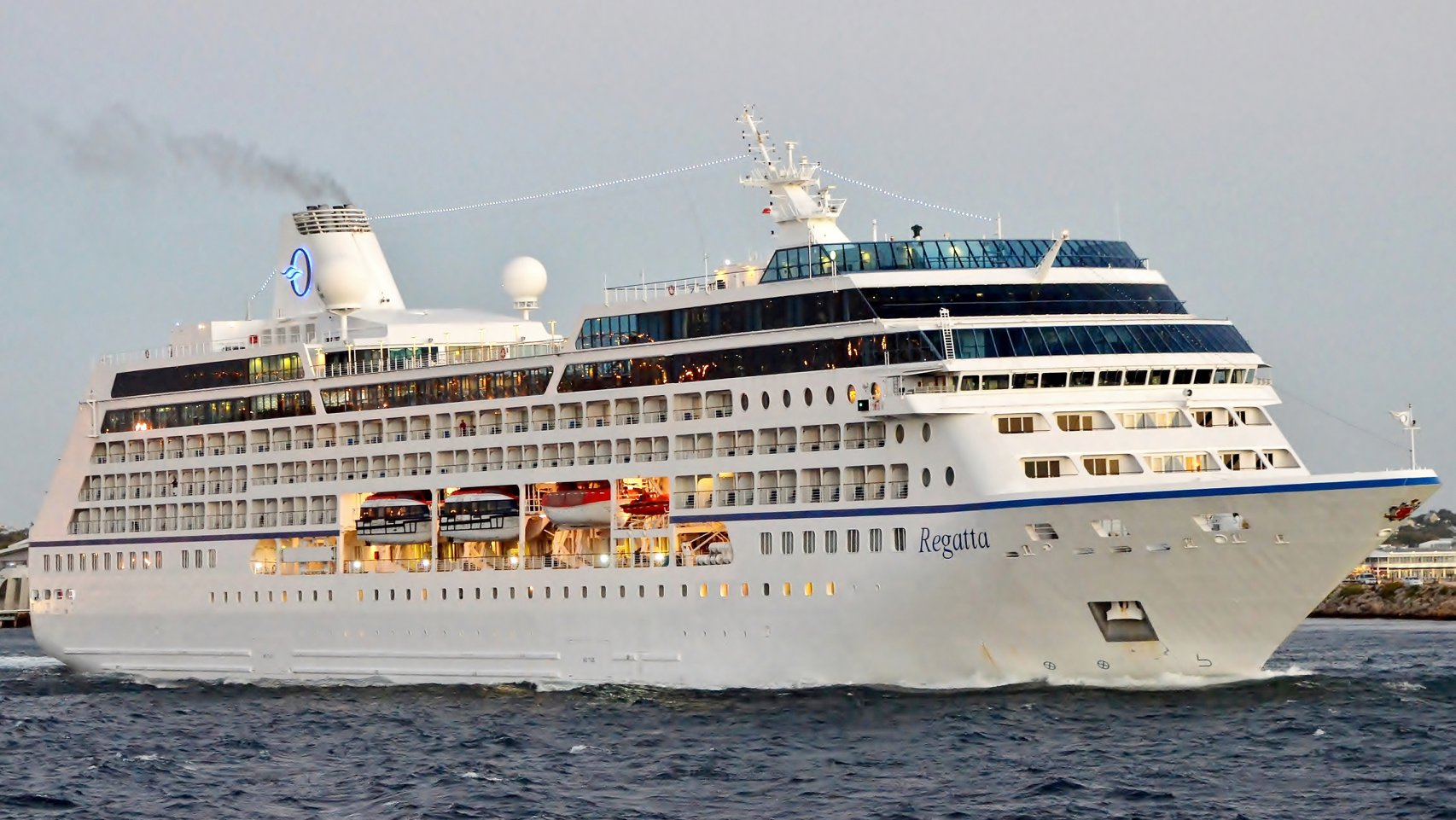 Cruise Ships and their visitors